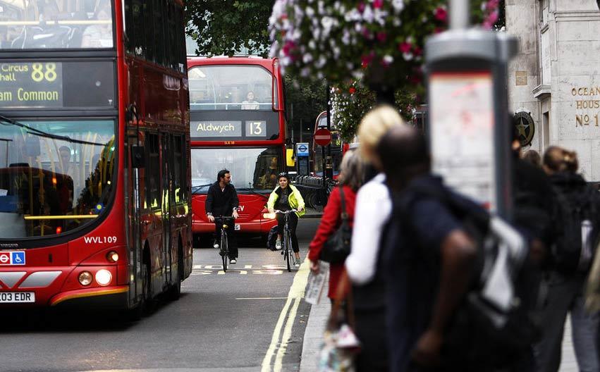 英国伦敦地铁工人举行大罢工